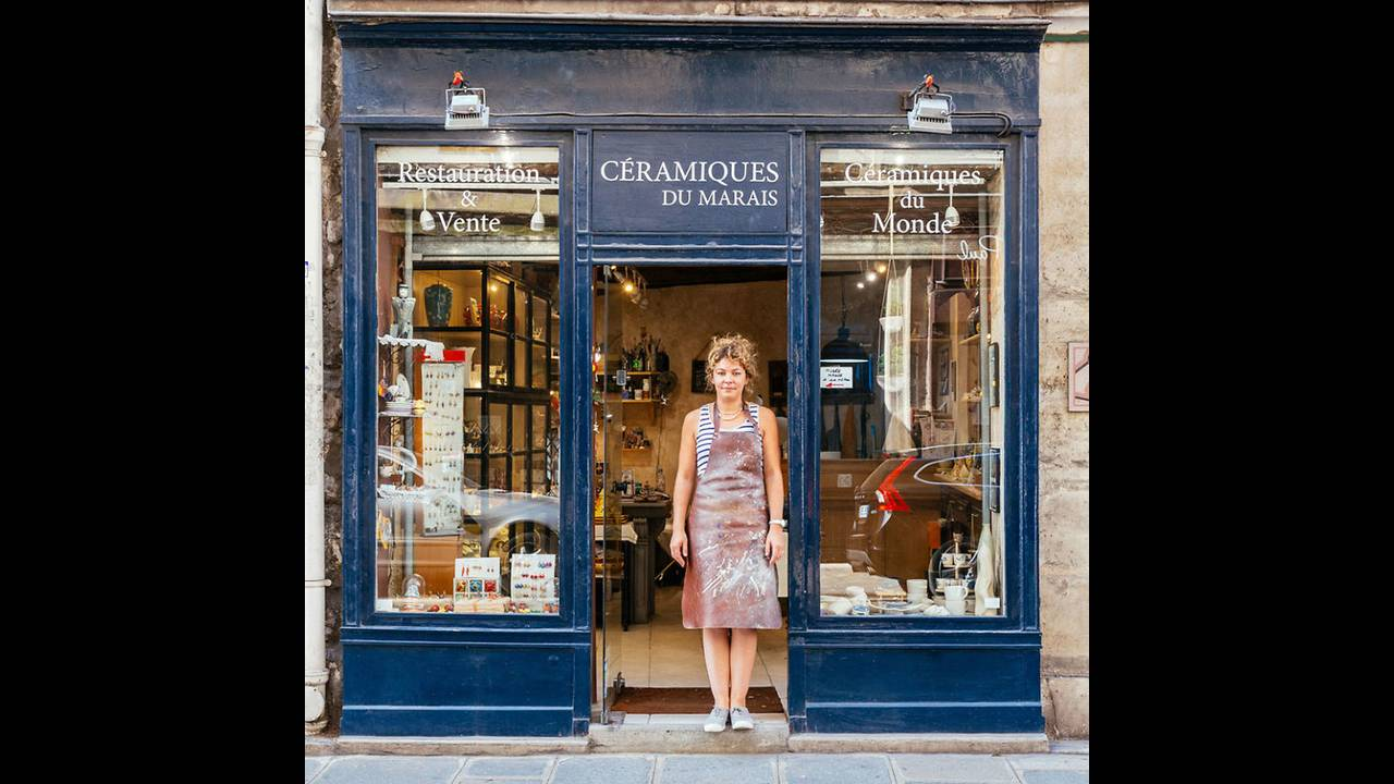 https://cdn.cnngreece.gr/media/news/2016/11/03/53000/photos/snapshot/The-story-behind-these-iconic-parisian-storefronts-5809c9360bba6__880.jpg