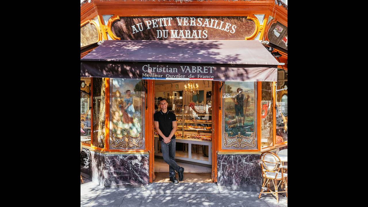 https://cdn.cnngreece.gr/media/news/2016/11/03/53000/photos/snapshot/The-story-behind-these-iconic-parisian-storefronts-5809c94126283__880.jpg
