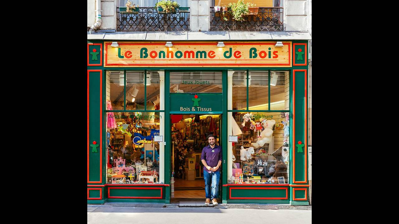 https://cdn.cnngreece.gr/media/news/2016/11/03/53000/photos/snapshot/The-story-behind-these-iconic-parisian-storefronts-5809c95ad9735__880.jpg