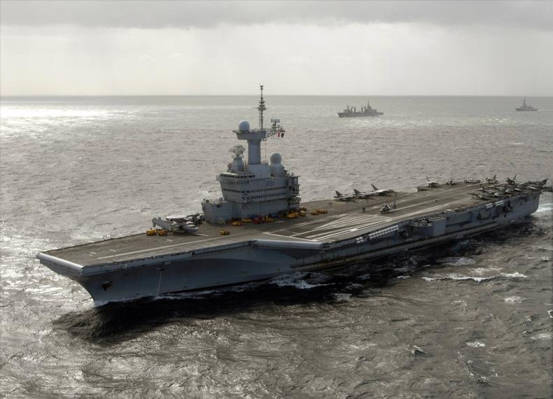 Charles De Gaulle R91 underway 2009