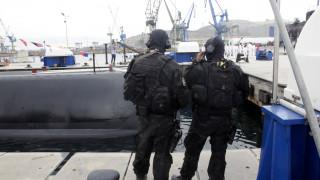 Συναγερμός στο Φάληρο: Αυτοκίνητο έπεσε στη θάλασσα