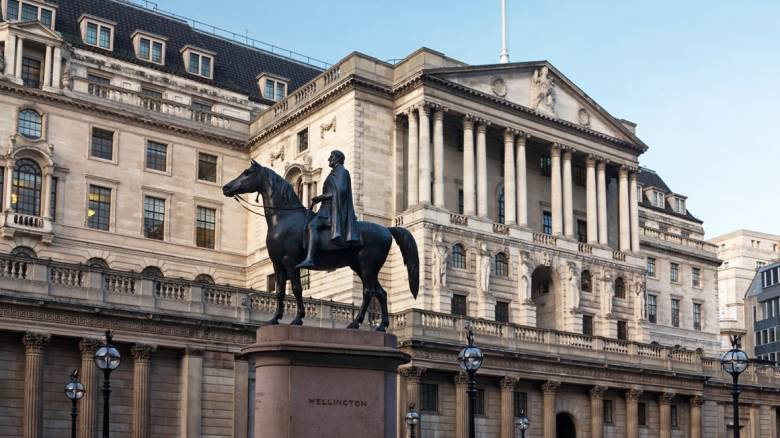 «Διάλειμμα» από τη μείωση επιτοκίων κάνει η Τράπεζα της Αγγλίας