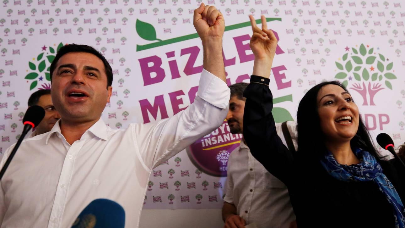 Τουρκία: Συνέλαβαν ηγέτες και βουλευτές του φιλοκουρδικού κόμματος HDP