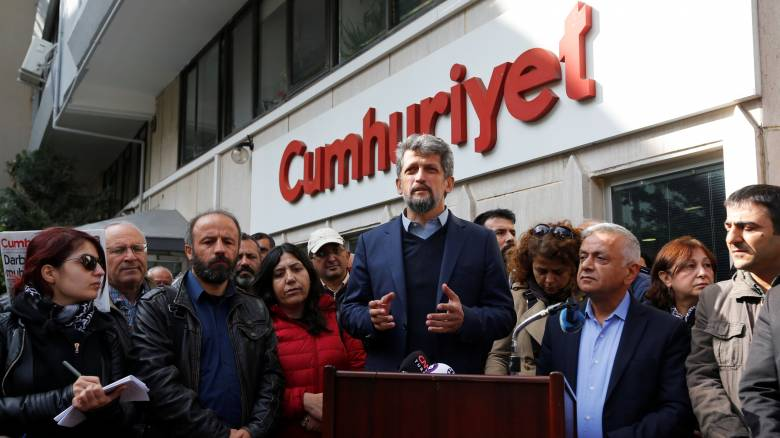 Τουρκία: Προφυλακιστέοι εννιά δημοσιογράφοι της Cumhuriyet
