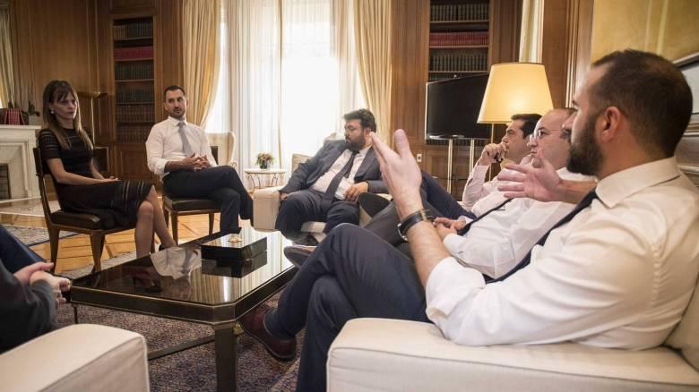 Οι συμβουλές του Αλέξη Τσίπρα στα πρωτάκια της νέας κυβέρνησης (pics)