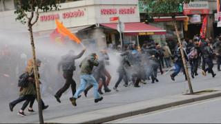 Τουρκία: Δακρυγόνα εναντίον Κούρδων διαδηλωτών (pics)