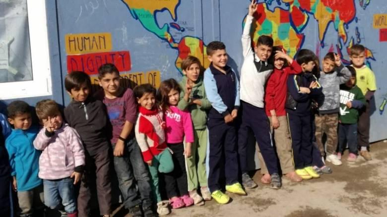 Τα προσφυγόπουλα θέλουν μπάλες