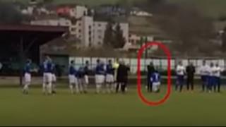 Ποδοσφαιριστής κάνει πρόταση γάμου στην... επόπτη (vid)