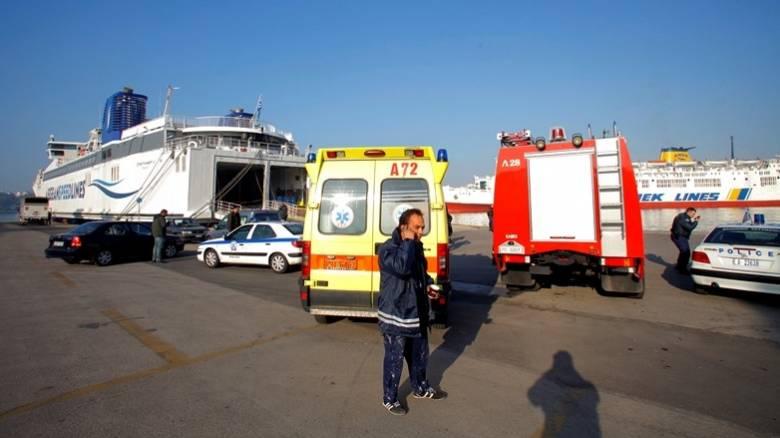 Άνδρας ηλικίας 60 ετών ανασύρθηκε νεκρός από το ΙΧ που έπεσε στο λιμάνι του Πειραιά