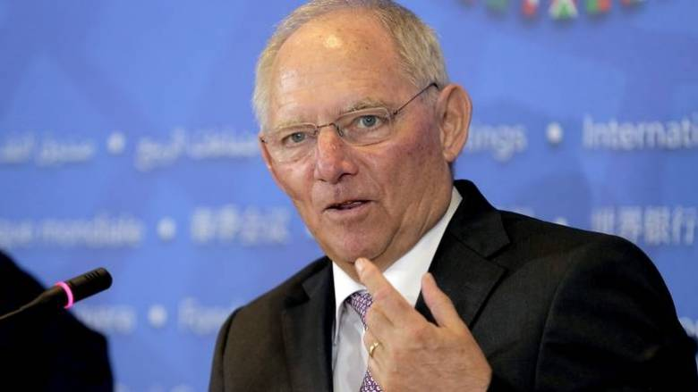 Σόιμπλε: Δεν έχει νόημα να συζητάμε για ελάφρυνση του ελληνικού χρέους πριν το 2018