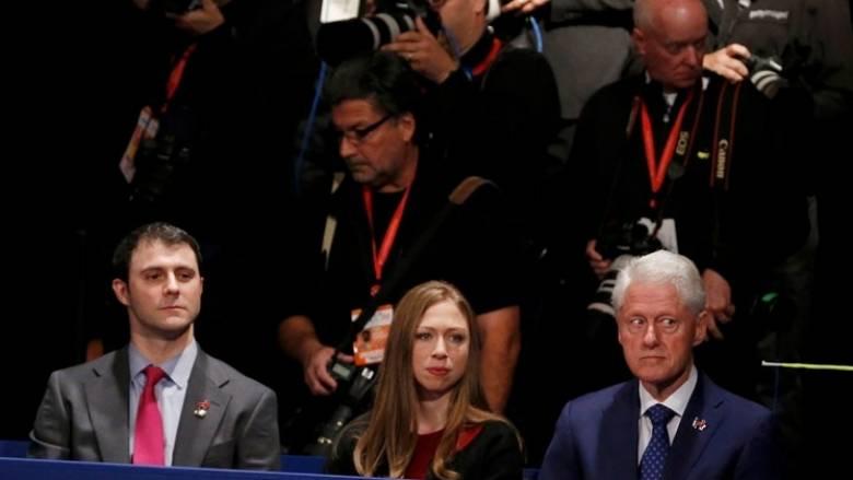 Wikileaks: Με χρήματα από το Ίδρυμα Κλίντον ο «παραμυθένιος» γάμος της Τσέλσι
