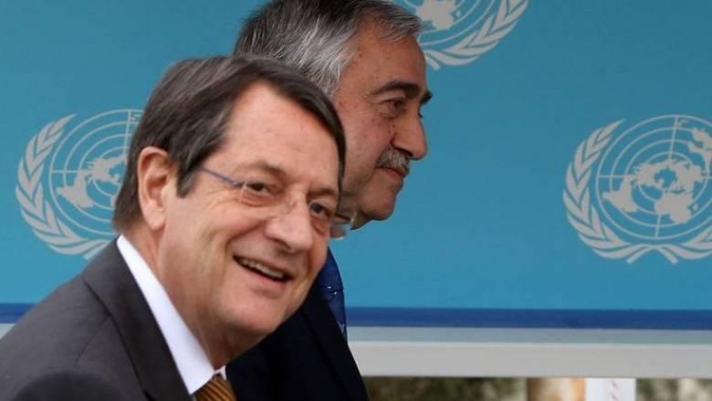 Κυπριακό: Σε εξέλιξη η συνάντηση Αναστασιάδη-Ακιντζί, για το περιουσιακό
