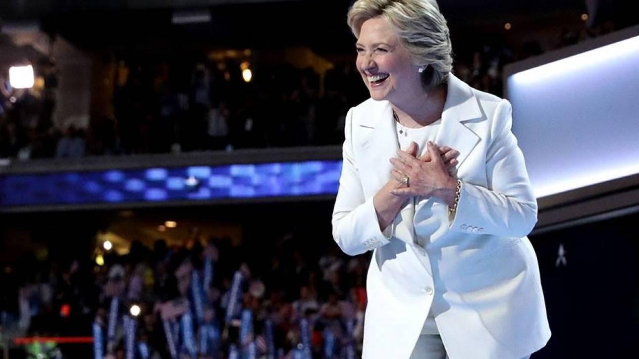 Εκλογές ΗΠΑ 2016: το Pantsuit Nation γεμίζει τις κάλπες των ΗΠΑ με γυναικεία κοστούμια