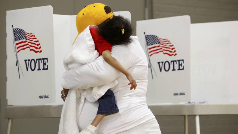 Αμερικανικές εκλογές 2016 αποτελέσματα: Έκλεισαν οι κάλπες σε έξι πολιτείες