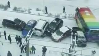 Καραμπόλα 9 αυτοκινήτων στην Κίνα δημιούργησε ένα «τρενάκι» από λαμαρίνες
