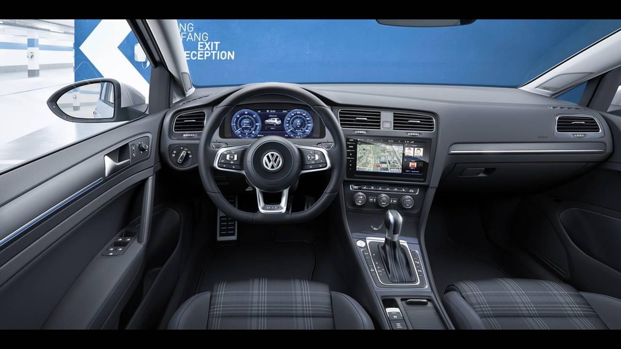 https://cdn.cnngreece.gr/media/news/2016/11/10/54036/photos/snapshot/VW-Golf-2017-24.jpg