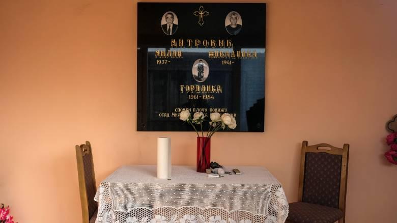Νεκροταφείο στη Σερβία με πολύχρωμα... μπανγκαλόους (pics)