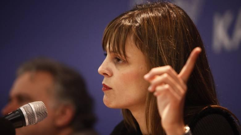 Έφη Αχτσιόγλου: Υπέρ της επαναφοράς των συλλογικών διαπραγματεύσεων