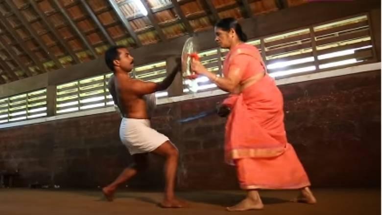 74χρονη Ινδή γιαγιά παίρνει το σπαθί της και εντυπωσιάζει (vid)