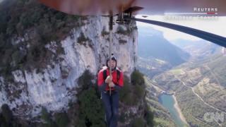 BASE jumping πάνω από τις Άλπεις