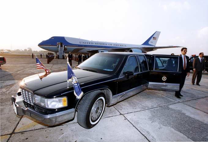 Image of Air Force One Secret Service Agents and the Presidential Limousine