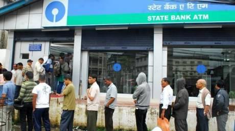 Ινδία: Πιέσεις στις τράπεζες από την απόσυρση των χαρτονομισμάτων