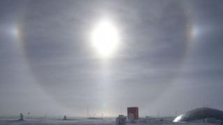 Το εντυπωσιακό «φαινόμενο του φωτοστέφανου» στη Ρωσία (pics)