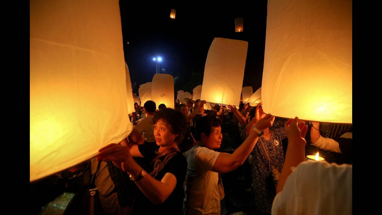 https://cdn.cnngreece.gr/media/news/2016/11/14/54510/photos/snapshot/THAILAND-FESTIVAL-REUTERSAthit-Perawongmetha7.jpg