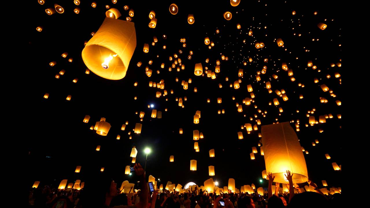 https://cdn.cnngreece.gr/media/news/2016/11/14/54510/photos/snapshot/THAILAND-FESTIVAL-REUTERSAthit-Perawongmetha9.jpg