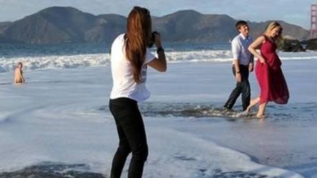 Ένας γυμνιστής χάλασε την πιο ρομαντική φωτογραφία της ζωής τους