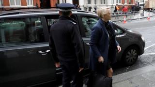 Δεύτερη ημέρα ανακρίσεων για τον Τζούλιαν Άσανζ