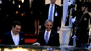 Με χαμόγελο μπήκε ο Ομπάμα στο «κτήνος» μετά το Μ. Μαξίμου (pics)