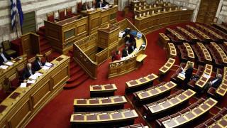 Οι μισοί Έλληνες θεωρούν τους πολιτικούς διεφθαρμένους