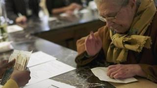 «Φιλοδώρημα» αντί για ΕΚΑΣ σε χιλιάδες χαμηλοσυνταξιούχους