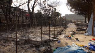 Χίος: Φωτιά, πετροπόλεμος και καταστροφές στον προσφυγικό καταυλισμό της Σούδας (vids)