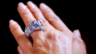 Το σπάνιο μπλε διαμάντι που πωλήθηκε για 17 εκατομμύρια δολάρια (pics)