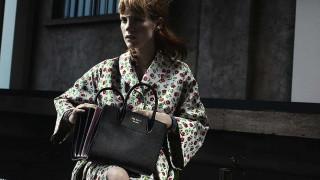 H Τζέσικα Τσάστεϊν περιπλανιέται στο Μιλάνο της Prada με στιλ