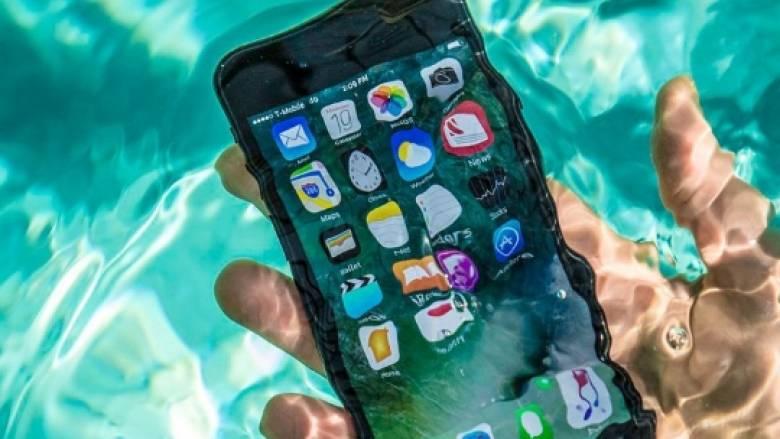 Γιατί στην Ιαπωνία προτιμούν τα αδιάβροχα κινητά τηλέφωνα;