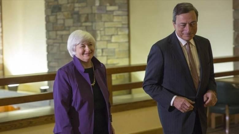 Αντίθετες πορείες για ΕΚΤ και Fed