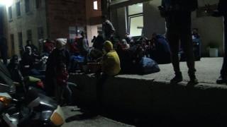 Δεύτερη νύχτα επεισοδίων στον καταυλισμό προσφύγων στη Σούδα