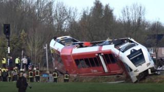 Τρένο συγκρούστηκε με φορτηγό και εκτροχιάστηκε στην Ολλανδία
