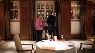 Η έκπληξη της Μέρκελ στον Ομπάμα στο επίσημο δείπνο στην Καγκελαρία (vid)
