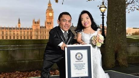 Το πιο κοντό παντρεμένο ζευγάρι στον κόσμο με κοινό ύψος... 1.81! (vid & pic)