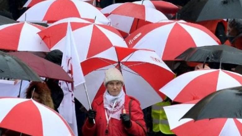 Πολωνία: Χιλιάδες διαδηλωτές στους δρόμους κατά της εκπαιδευτικής μεταρρύθμισης