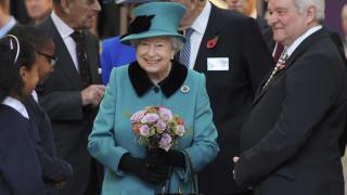 Βασίλισσα Ελισάβετ καλεί Τραμπ στο Μπάκιγχαμ