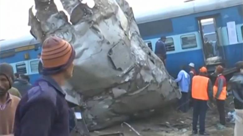 Ινδία: Στους 107 ο αριθμός των νεκρών από τον εκτροχιασμό τρένου