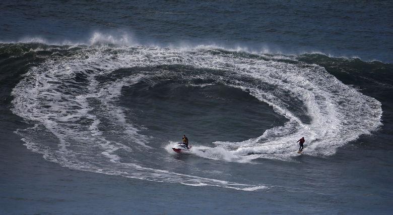 2016 11 19T210026Z 2007888613 S1AEUNUJLYAA RTRMADP 3 PORTUGAL SURF