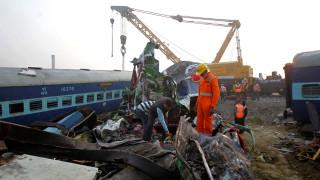 Ινδία: Αυξάνονται οι νεκροί και οι τραυματίες από το σιδηροδρομικό δυστύχημα
