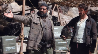Εγκαταλελειμμένα σκηνικά ταινιών σκορπούν τον... τρόμο (vids)
