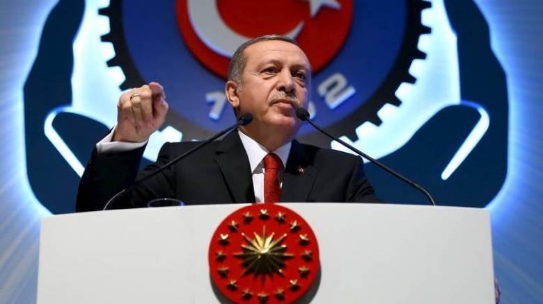 Νέο κύμα διώξεων από τον Ερντογάν: Αποπέμφθηκαν σχεδόν 15.000 δημόσιοι υπάλληλοι